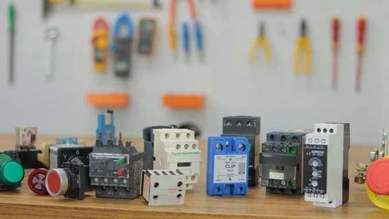 Quais os Componentes dos Comandos Elétricos?